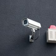 A kültéri kamera a riasztóval együtt hatékony megoldás