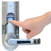Ujjlenyomat olvasó biometrikus azonosítás a vagyonvédelemben